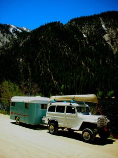 To help get our High River customers in the right state of mind, here are some great vintage camping Jeep . Jeep Willys, Willys Wagon, Cj Jeep, Jeep Truck, T1 Bus, Vw T1, Vintage Jeep, Vintage Trucks, Vintage Travel Trailers