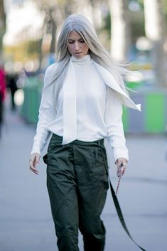 9 Days of Next-Level Street Style Straight From Paris Fashion Week Sarah Harris, Fast Fashion, Fashion Looks, Fashion Outfits, Long Gray Hair, Grey Hair, Minimal Outfit, Spring Street Style, Love Her Style