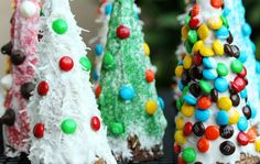 Instead of (super hard) gingerbread houses, use ice cream cones to make Christmas trees! And easy to do, fun, Christmassy and WAY delicious craft!