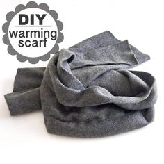 Keep the Chill Away With This DIY Warming Scarf: Keep the cold from giving you the shivers with a smart scarf that has a secret warming compartment. Hot Packs Diy, Homemade Gifts, Diy Gifts, Sewing Crafts, Sewing Projects, Diy Projects, Diy Stockings, Diy Scarf, Creative Skills