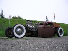http://thehotrods.net/wp-content/uploads/2010/01/18.01.10-dodge-1936-rat-rod.jpg