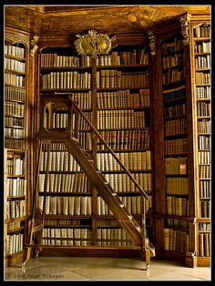 Biblioteca de Sant Florian by Jbenayas on Flickr.
