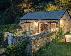 My Serenity: Photo homes, décor, gardens, nature, all things beautiful serene and cozy . Cute Cottage, Cottage In The Woods, Cottage Plan, Rustic Cottage, Garden Cottage, Irish Cottage, Cottage House, Stone Cottage Homes, Stone Cottages