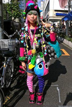 Harajuku street fashion | Green & Pink Hair Girl in Harajuku by tokyofashion, via Flickr