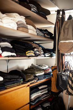 2つあるWICのうちの1つ。寝室の奥にあります。こちらは畳んで収納しています。  #T様邸南行徳 #WIC #ウォークインクローゼット #クローゼット #EcoDeco #エコデコ #リノベーション #renovation #東京 #福岡 #福岡リノベーション #福岡設計事務所 Shoe Rack, Closet, House, Home Decor, Armoire, Decoration Home, Home, Room Decor, Shoe Racks