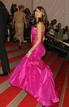 Today's Fashion Trends, Hot Pink Dresses, First Lady Melania Trump, Red Carpet Event, White Gowns, Edgy Look, Young Models, Her Style, Strapless Dress Formal
