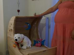 A DIY moon cradle made of palette wood. Polar Bear, Toy Chest, Storage Chest, Owl, Palette, Projects, Furniture, Home Decor, Log Projects