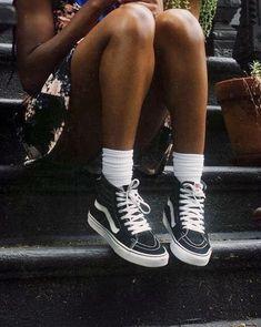 floral summer dress + vans old skool sneakers + high socks Mode Converse, Sneakers Mode, Vans Sneakers, Vans Shoes, Sneakers Fashion, High Top Sneakers, High Top Vans Outfit, Vans Sk8 Hi Outfit, Vans Old Skool Outfit