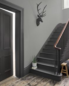 Grey Woodwork, Hallway Colours, Stairs Colours, Painted Staircases, Hallway Inspiration, Interior Minimalista, Hallway Designs, Aesthetic Room Decor, Hallway Decorating