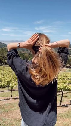 Travel Hairstyles, Easy Hairstyles, Hair Tips, Hair Hacks, Easy Updo, Haircut And Color, Instant Coffee, Living Styles, Travel Aesthetic