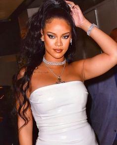 last night at on Mode Rihanna, Rihanna Riri, Rihanna Style, Rhianna Fashion, Rihanna Outfits, Pretty People, Beautiful People, Rihanna Makeup, Bad Girl Aesthetic