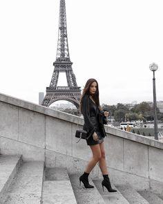 Taking your look to new heights. Get beaut Paris perfect look with… Llevando tu mirada a nuevas alturas. Paris Outfits, France Outfits, Foto Casual, Paris Mode, Triomphe, Paris Photos, Paris Pictures, Tour Eiffel, Aldo Shoes