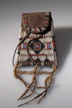 Sioux bag, before coll. Native American Medicine Bag, Native American Clothing, Native American Design, Native American Beadwork, American Indian Art, American Crafts, Native American Indians, Native Americans, Indian Artifacts