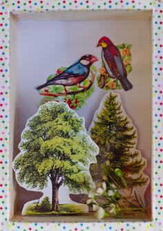 """Gestern+habe+ich+einen+kleinen+Schaukasten+gebastelt.+Wenn+mich+meine+Kinder+irgendwann+fragen,+""""Mama,+was+ist+eigentlich+Frühling?""""+kann+ich+darauf+deuten+und+sagen:+""""Das+ist,+wenn+es+draußen+warm+ist,+die+Vögel+zwitschern+und+die+Bäume+grün+si"""