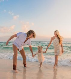 😍The Labrant Fam at the Beach Family Beach Pictures, Beach Photos, Cute Photos, Family Pics, Cute Family, Family Goals, Beautiful Family, Cole And Savannah, Savannah Chat
