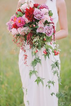 Romantic and lush cascading bouquet. Photography: Jenny Sun Photography - jennysunphotography.com