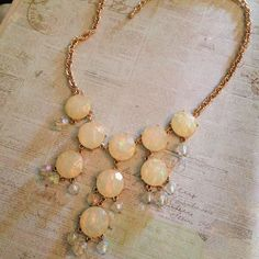 ✨ Beautiful Statement Necklace✨ Iridescent pearl color. It's gorgeous! Brand new. Definitely a flattering piece! Jewelry Necklaces