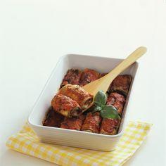 I cannelloni di melanzane hanno un ricco e buonissimo ripieno di prosciutto, scamorza, uova e pomodoro. Prova la ricetta di Sale&Pepe.