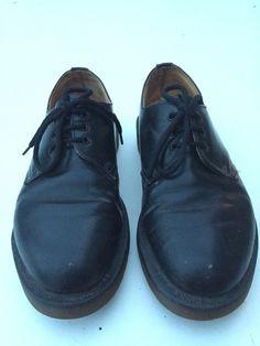 Dr. Martens basses noires Doc Martens ! Taille 37  à seulement 45.00 €. Par ici : http://www.vinted.fr/chaussures-femmes/derbies/24571828-dr-martens-basses-noires.