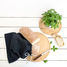 Natural Linen Bag for bread or other products storage.  A perfect, eco friendly, reusable, decorative way to keep homemade bread fresh. Linen bread bags are known for their ability to keep bread and other products fresher, longer. Can also be used for rolls, rice, pasta, granola, etc...  This bag is perfect gift for bread adict people :)  It measures 16 inch х 11.5 inch (40cm x 30 cm) approximately.  Another sizes are also available. Produce time is about 7 days  You can find grey linen bag…
