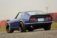 Another OCD-full restored nostalgic from Star*Road, in the form of a S30Z Fairlady, stop traffic on custom bronze anodized Work Equip 03′s..