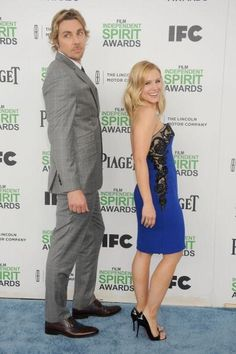 The 2014 Academy Awards: Live Oscars Coverage Kristen Bell And Dax, Famous Duos, Dax Shepard, Perfect Together, Cute Cups, Cute Couple Pictures, Tall Guys, Friends Tv, Celebs