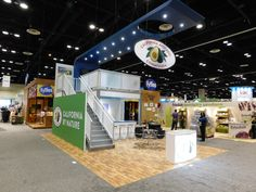 California Avocado Commission exhibited in a 20x30 space at the Produce Marketing Association (PMA) #tradeshow. We designed the double deck #exhibt with an oversized awning that highlighted the logo floating in the center. The large SEG fabric walls allowed for seamless branding. #Exhibitsthatworkashardasyoudo #workhappily #exhibitdesign #tradeshowdesign #exhibiting