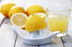 Zitrone für Limonade mit Lavendel