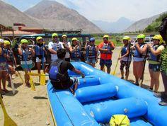 Listen carefully all the instruction before the practice of rafting in Lunahuana, Cañete (Lima, Peru)  http://www.placeok.com/recomendaciones-sobre-la-practica-de-deportes-de-aventura-para-novatos/