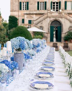 Предсвадебный ужин для Алены и Эльмара мы устроили на старинной аллее с вековыми кипарисами.  Wedding planner @caramelwedding Decor @lidseventhouse Photo @ksemenikhin #caramelwedding