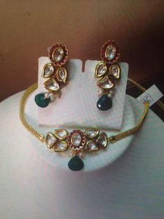 Elegant Indian kundan necklace perfect for wedding occasions