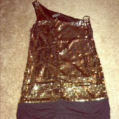 Guess Gold and Black Sequined One Shoulder Top This is a wow top, perfect for a night out. In great condition. Guess Tops
