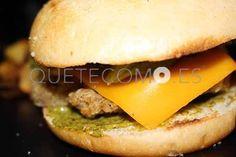Burger Genovesa de pollo con cachelos fritos    Restaurante bocatería Carnivale en A Coruña