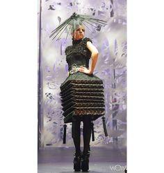 Hiu Ming Yuen, Hong Kong Design Institute, Hong Kong…It'll sell…it'll sell, trust me…. Weird Fashion, Fashion Art, Fashion Design, Fashion Today, Fashion Styles, World Of Wearable Art, Art Costume, Costumes, Costume Design