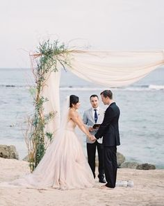 Photography : Carrie King Photographer Read More on SMP: http://www.stylemepretty.com/2016/12/07/lazaro-ballgown-beach-ceremony/