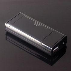 Jednocześnie za pomocą tego urządzenia możesz ładować akumulatory AA wykorzystując gniazdo USB lub jedną z naszych ładowarek solarnych. Dodatkowo jeszcze masz do dyspozycji jasną diodę LED więc to niezwykłe urządzenie może również służyć jako podręczna latarka.  Więc.... Po co się dłużej zastanawiać?  Produkt w kolorze czarnym.