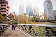 Downtown Houston Engagement Photo / Stacy Anderson Photography / City engagement photo