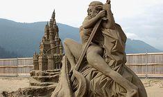 Castelli di Sabbia: Sandcastles of Italy Snow Sculptures, Sculpture Art, Cute Fantasy Creatures, Earth Wind & Fire, Ice Art, Snow Art, Festivals Around The World, World Best Photos, Sculptures