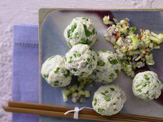 Leicht, lecker und auch für Gäste bestens geeignet: gedämpfte Thai-Fischbällchen mit scharfem Dip - smarter - Kalorien: 266 Kcal - Zeit: 30 Min. | eatsmarter.de