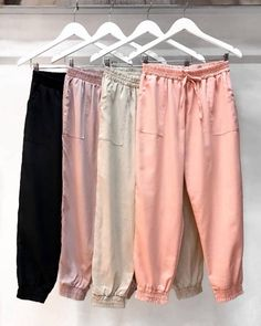 Calça Jogger de Linho Lívia Teen Fashion Outfits, Sporty Outfits, Fashion Pants, Cute Outfits, Joggers Outfit, Casual Hijab Outfit, Next Clothes, Skirt Pants, Women's Summer Fashion