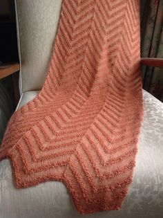 Let som en sky Knitted Shawls, Knitting Projects, Mittens, Hand Knitting, Scarves, Let It Be, Blanket, Pillows, Crochet