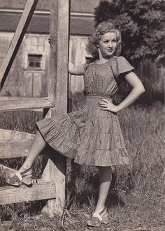 Betty Grable - c.1942 by thetag1, via Flickr Her shoes with the carved heel!
