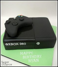 Yesterdays cake … the lifesize 2013 XBOX360 (Everything here is edible, with the controller made from RKT)