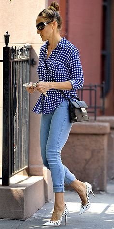 Sarah Jessica Parker   skinny jeans, Splendid gingham button-down and cutout white pumps