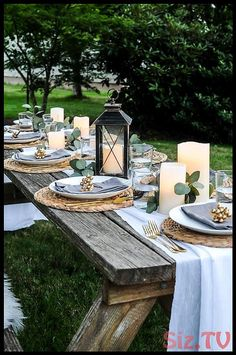 Lovely Outdoor Table Decor for a Dinner Al Fresco / Get ideas for outdoor table . Lovely Outdoor Table Decor for a Dinner Al Fresco / Get ideas for outdoor table settings that are causal, simple and Outdoor Table Decor, Outdoor Table Settings, Outdoor Tables, Decoration Table, Outdoor Dining, Summer Table Decorations, Dining Table Settings, Dinner Party Decorations, Elegant Table Settings