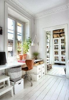 Perhaps a god layout for my new office space? I never thought of using the wall with the window on it!