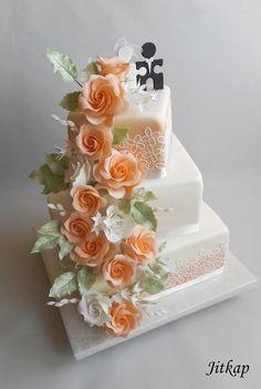 Wedding cake with orange roses by Jitkap - Flower Cakes - Torten 3 Tier Wedding Cakes, Square Wedding Cakes, Fall Wedding Cakes, Wedding Cake Designs, Orange Rosen, Wedding Collage, Wedding Cake Fresh Flowers, Cake Shapes, Rose Cake