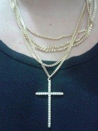 Colar correntes douradas com crucifixo, já disponível na loja www.jobijoias.com.br