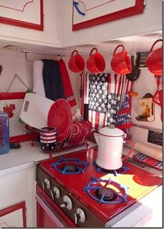 Vintage Camper/Red and White