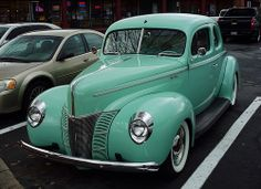 1940 Ford Deluxe V8 Coupe